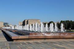 Springbrunn i Victory Park på den Poklonnaya kullen, Moskva, Ryssland Royaltyfri Fotografi