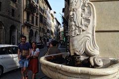 Springbrunn med dricksvatten i Florence, Italien Royaltyfri Fotografi