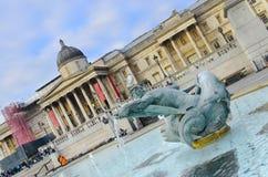 Springbrunn med duvan på Trafalgar Square Fotografering för Bildbyråer