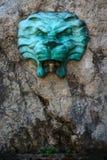 Springbrunn med huvudet av ett lejon Arkivfoton