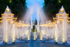 Springbrunn med ljus Royaltyfri Foto