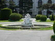 Springbrunn Museumsquartier i Wien, Österrike Arkivfoton