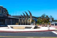 Springbrunn och skulptur i Tiburon, Kalifornien arkivbild