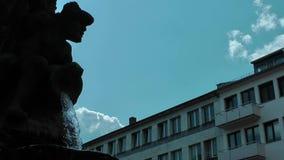 Springbrunn och staty i Frankfurt lager videofilmer