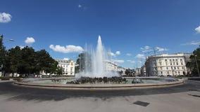 Springbrunn på den sovjetiska krigminnesmärken, Wien arkivbilder