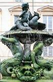 springbrunn på det fyrkantiga stället Sainte-Croix i Orleans Royaltyfria Bilder