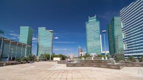 Springbrunn på hyperlapse för Vatten-gräsplan boulevardtimelapse, Nurzhol boulevard arkivfilmer