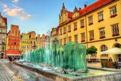 Springbrunn på marknadsfyrkanten av Wroclaw - Polen Arkivfoto