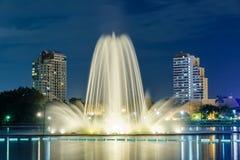 Springbrunn på medborgaren Convention Center, Bangkok för drottning Sirikit Arkivfoton