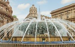 Springbrunn på Piazza de Ferrari Royaltyfri Bild