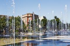 Springbrunn på promenad du Paillon i Nice royaltyfri bild
