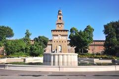 Springbrunn på Sforzesco castel, Milan Arkivbilder