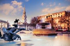 Springbrunn på Trafalgar Square, tonad bild Royaltyfria Foton