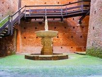 Springbrunn Sforzesco slott, Milan Royaltyfri Fotografi