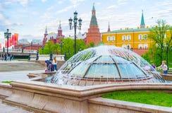 Springbrunnar över den Okhotny Ryad shoppinggallerian Arkivbilder
