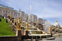 Springbrunnar av Petergof, St Petersburg, Ryssland Arkivfoto