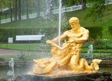 Springbrunnar av Petergof, St Petersburg, Ryssland Royaltyfri Fotografi