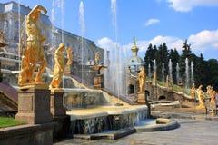 Springbrunnar av Peterhof, Ryssland Royaltyfri Fotografi