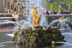 Springbrunnar av Peterhof, Ryssland Royaltyfri Foto