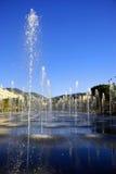 Springbrunnar i parkera gör grön strömmen av Espace Jacques Medecin i trevliga Frankrike Arkivbild