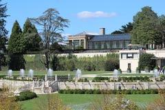 Springbrunnar i trädgårdarna royaltyfria foton