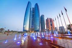 Springbrunnar på Etihaden står högt i Abu Dhabi Fotografering för Bildbyråer