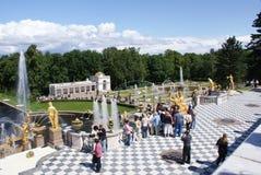 springbrunnar Statyer och monument av St Petersburg StadsSt Petersburg arkitektur Springbrunnar i gatorna och fyrkanterna Arkivbild
