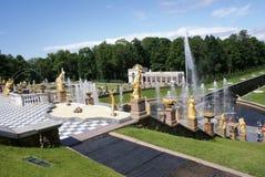 springbrunnar Statyer och monument av St Petersburg StadsSt Petersburg arkitektur Springbrunnar i gatorna och fyrkanterna Arkivfoton