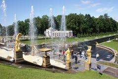 springbrunnar Statyer och monument av St Petersburg StadsSt Petersburg arkitektur Springbrunnar i gatorna och fyrkanterna Royaltyfri Bild