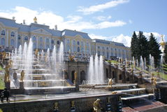 springbrunnar Statyer och monument av St Petersburg StadsSt Petersburg arkitektur Springbrunnar i gatorna och fyrkanterna Arkivfoto