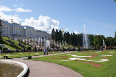 springbrunnar Statyer och monument av St Petersburg StadsSt Petersburg arkitektur Springbrunnar i gatorna och fyrkanterna Fotografering för Bildbyråer