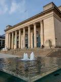 Springbrunnar utanför Sheffield City Hall arkivfoton