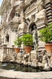 Springbrunndell'organo i trädgårdar av villad'Este royaltyfri fotografi