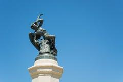 Springbrunnen av den stupade ängeln, parkerar av den angenäma reträtten, Madrid Arkivbilder