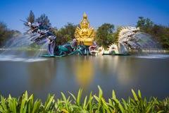 Springbrunnen av drakar i forntida Siam arkivbild
