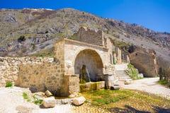 Springbrunnen av Frattura Vecchia i Abruzzo Royaltyfri Foto