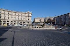 Springbrunnen av najaderna på piazzadellaen Repubblica Royaltyfri Foto