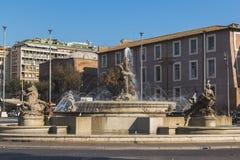 Springbrunnen av najaderna på piazzadellaen Repubblica Arkivbild