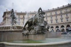 Springbrunnen av najaderna på piazzadellaen Repubblica i Rome Royaltyfri Fotografi