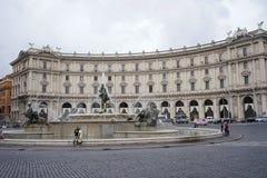 Springbrunnen av najaderna på piazzadellaen Repubblica i Rome Royaltyfri Foto