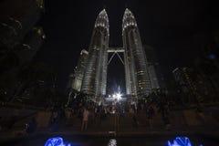 Springbrunnen av Suria KLCC parkerar på Kuala Lumpur Royaltyfri Bild