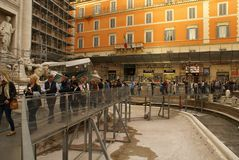 Springbrunnen av Trevi i Rome utan vatten Royaltyfri Bild