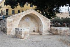 Springbrunnen brunnen av jungfruliga för den Mary - Mary `en s - i den gamla staden av Nazareth i Israel Fotografering för Bildbyråer