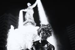 springbrunnen exponerade natt Arkivfoton