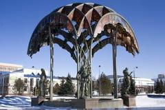 Springbrunnen i den Tsvetnoy boulevarden, Tyumen, Ryssland, 18th av mars 2016 Royaltyfria Bilder