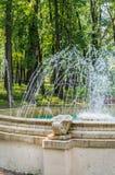 Springbrunnen i fyrkanten Royaltyfria Bilder