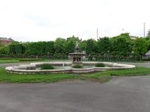 Springbrunnen i gräsplan parkerar prague royaltyfria foton