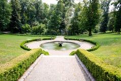 Springbrunnen i parkera Arkivbilder