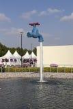 Springbrunnen i parkera blommar (den Dubai mirakelträdgården) Dubai förenade arabiska emirates Royaltyfri Fotografi