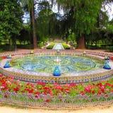 Springbrunnen i parkerar av Maria Luisa Seville, Spanien royaltyfri fotografi